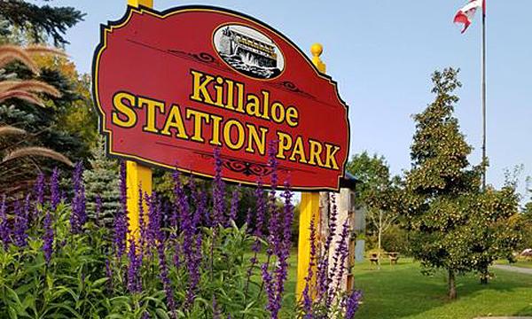 Station Park Sign